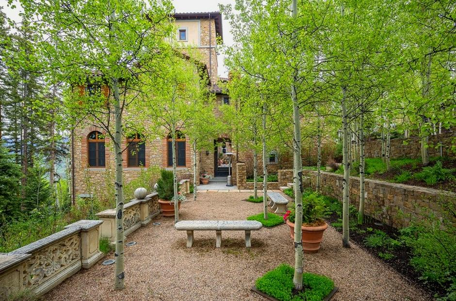 414 Italian Style Villa Sitting Garden - Mountain Residence in Colorado